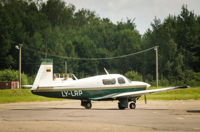 Amerikietiškas šeimyninis lėktuvėlis Mooney M20J