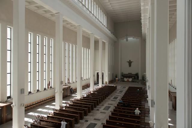 Sterilus bažnyčios interjeras