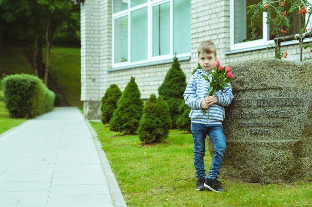 Adomas savo darželyje