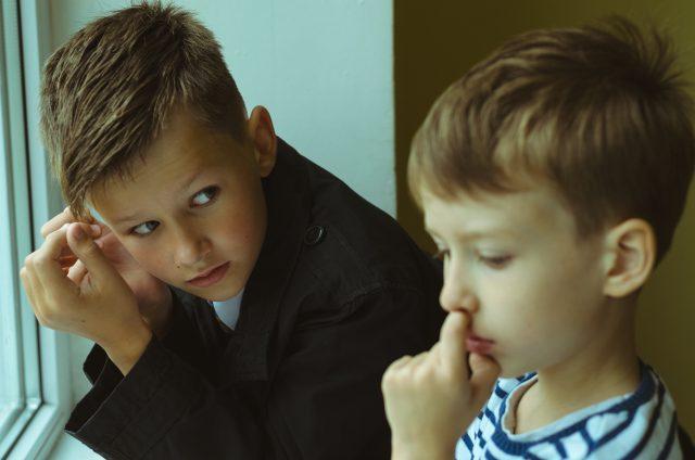 Tylus brolių pokalbis