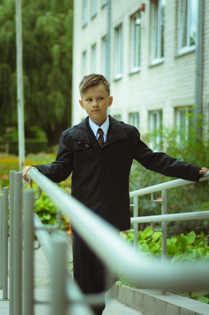 Prie mokyklos